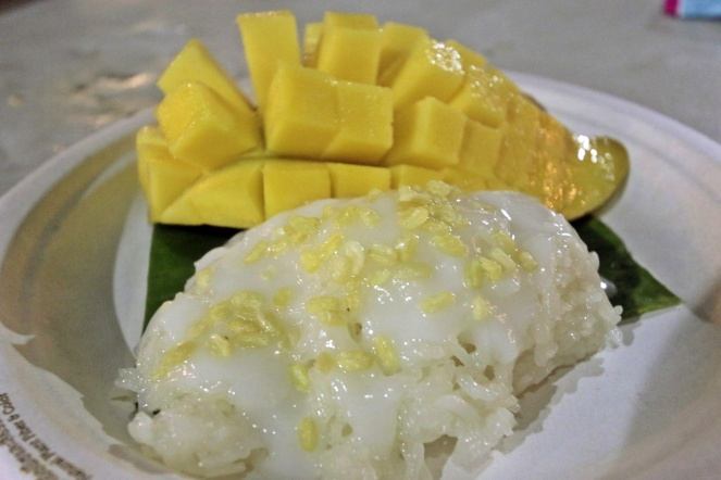 Sticky rice with coconut and mango